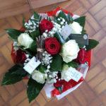 Bouquet de roses rouges et blanches