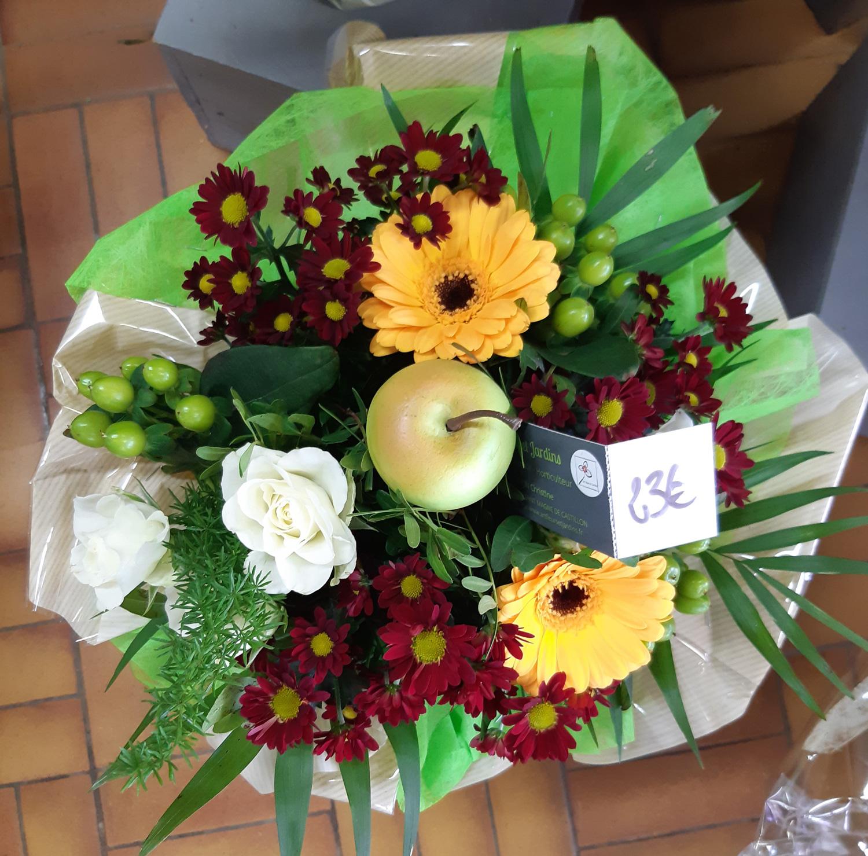 Bouquet dans les tons jaunes et bordeaux