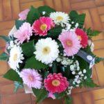 Bouquet de germinis tons pastels et gypsophile