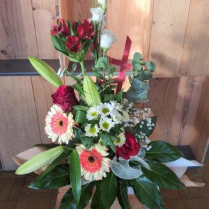 Bouquet haut dans les tons rouge et blanc, dans une bulle